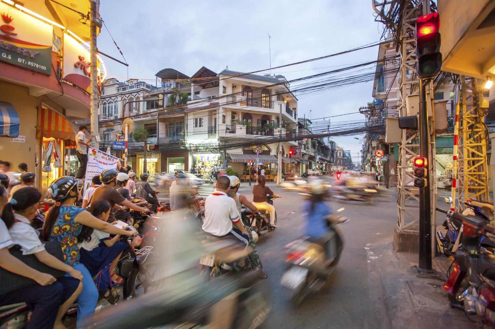 Straßenszene mit Mopeds in Ho-Chi-Minh-Stadt
